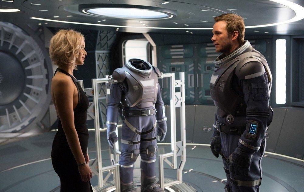Passengers: Jennifer Lawrence e Chris Pratt in una foto del film