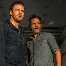 The Walking Dead: gli attori Ross Marquand e Andrew Lincoln nell'episodio Tu sei il mio sole
