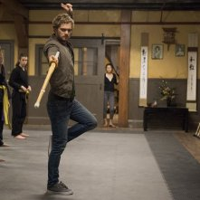 Iron Fist: Finn Jones in una foto della serie