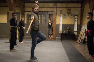 Iron Fist: Finn Jones in una foto della serie