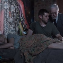 Sense8: Tuppence Middleton e Brian J. Smith in una scena