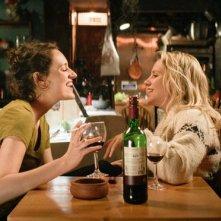 Fleabag: Phoebe Waller-Bridge e Jenny Rainsford in una foto della serie