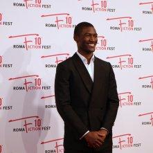 Roma Fiction Fest 2016: Malachi Kirby sorridente sul red carpet di Roots
