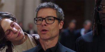 When We Rise: Guy Pearce in una scena della serie