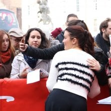 Roma Fiction Fest 2016: Bellamy Young firma autografi sul red carpet di Shondaland