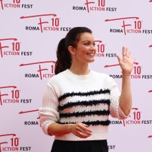 Roma Fiction Fest 2016: Bellamy Young sul red carpet di Shondaland