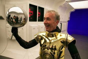 images/2016/12/13/first-look-at-star-wars-episode-vii-r2-d2-photo-plus-c3po-actor-anthony-daniels-says-j-j-abrams-tops-empire-strikes-back.jpg