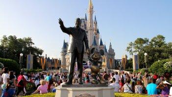 Le statue di Walt Disney e Topolino a Disneyland
