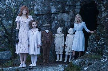 Miss Peregrine's Home for Peculiar Children: foto di gruppo per i giovani protagonisti