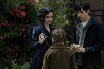 Miss Peregrine's Home for Peculiar Children: Eva Green, Georgia Pemberton e Asa Butterfield in una foto del film