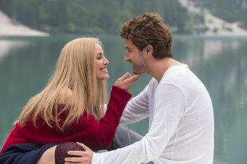 Mister Felicità: Elena Cucci e Alessandro Siani in una scena del film