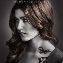 Shadowhunters: Katherine McNamara nel character poster della seconda stagione