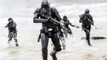 images/2016/12/22/death_trooper_01.jpeg