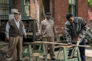 Barriere: Denzel Washington, Jovan Adepo e Stephen Henderson in una scena del film
