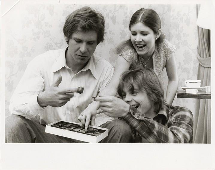Guerre stellari: Harrison Ford, Carrie Fisher e Mark Hamill giocano sul set