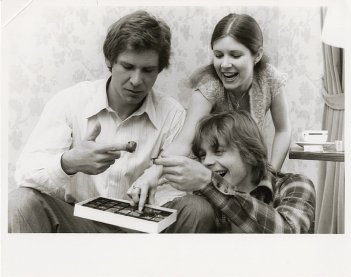 Guerre stellari: Harrison Ford, Carrie Fisher e Mark Hamill giocano sul set