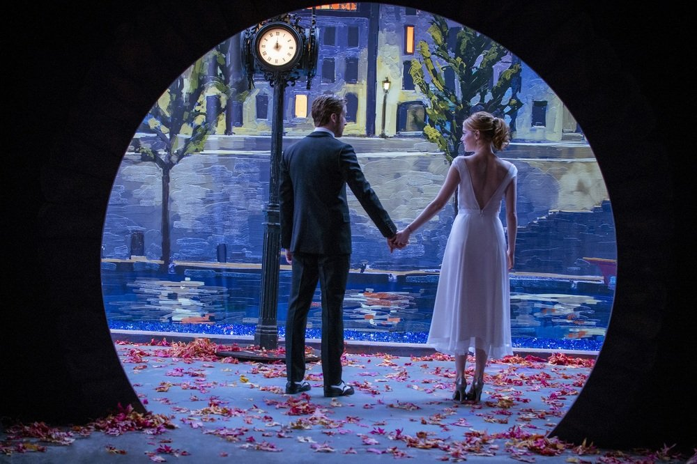 La La Land: Emma Stone e Ryan Gosling in una suggestiva immagine tratta dal film