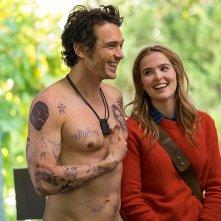Proprio lui?: Zoey Deutch e James Franco in una scena del film