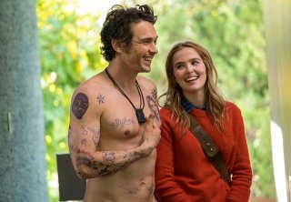 Proprio lui?: Zoey Deutch e James Franco in una scena del film