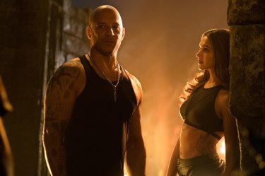 xXx - Il ritorno di Xander Cage: Vin Diesel e Deepika Padukone in una scena del film
