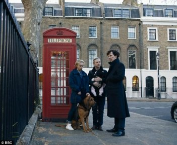 Sherlock: Amanda Abbington, Martin Freeman e Benedict Cumberbatch in The Six Thatchers