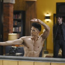 Shadowhunters: gli attori Harry Shum Jr. e Matthew Daddario in This Guilty Blood