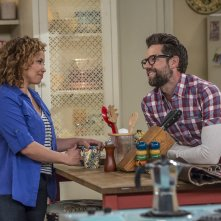 One Day At A Time: Justina Machado e Todd Grinnell in una foto della serie