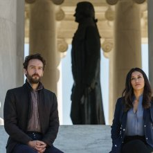 Sleepy Hollow: una foto di Tom Mison e Janina Gavankar nell'episodio Columbia