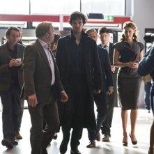 Sherlock: Toby Jones e Benedict Cumberbatch in una scena corale di the Lying Detective