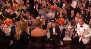 Golden Globes 2017: mentre Ryan Gosling sale sul palco i colleghi Ryan Reyolds e Andrew Garfield si baciano