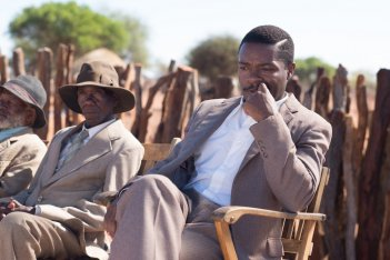 A United Kingdom - L'amore che ha cambiato la storia: David Oyelowo in un momento del film