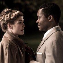 A United Kingdom - L'amore che ha cambiato la storia: Rosamund Pike e David Oyelowo in un'immagine del film