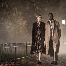 A United Kingdom - L'amore che ha cambiato la storia: Rosamund Pike e David Oyelowo in un'immagine tratta dal film