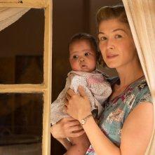 A United Kingdom - L'amore che ha cambiato la storia: Rosamund Pike in un'immagine del film