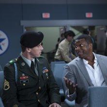 Billy Lynn - Un giorno da eroe: Garrett Hedlund e Chris Tucker in una scena del film