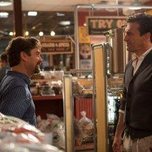 Le spie della porta accanto: Zach Galifianakis e Jon Hamm in una scena del film