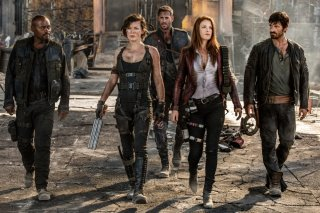 Resident Evil - The Final Chapter: Ali Larter, Milla Jovovich, James Fraser, William Levy e Eoin Macken in una scena del film