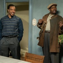 Barriere: Mykelti Williamson e Russell Hornsby in una scena del film