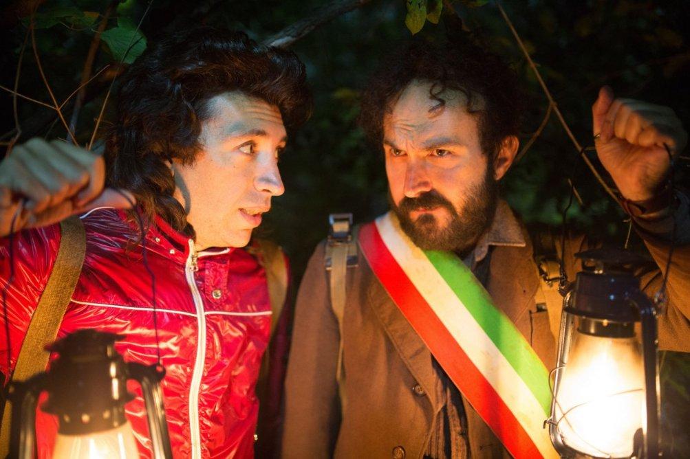 Omicidio all'italiana: Herbert Ballerina e Maccio Capatonda in un momento del film