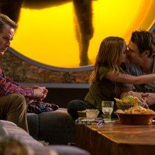 Proprio lui?: Bryan Cranston, Zoey Deutch e James Franco in una scena del film