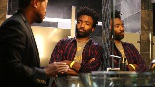 Atlanta: Donald Glover in una scena della serie