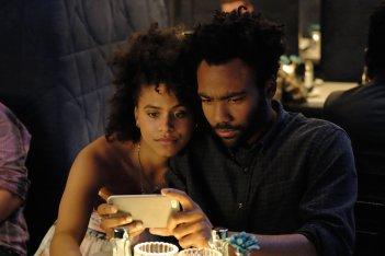 Atlanta: Donald Glover e Zazie Beetz in una scena
