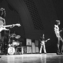 Gimme Danger: i The Stooges sul palco in un'immagine del documentario