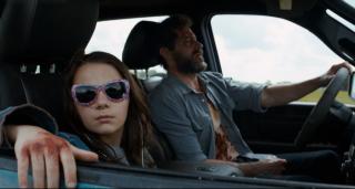 Logan: Hugh Jackman e Dafne Keen in una scena del film