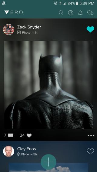 Justice League: un dettaglio del costume di Batman