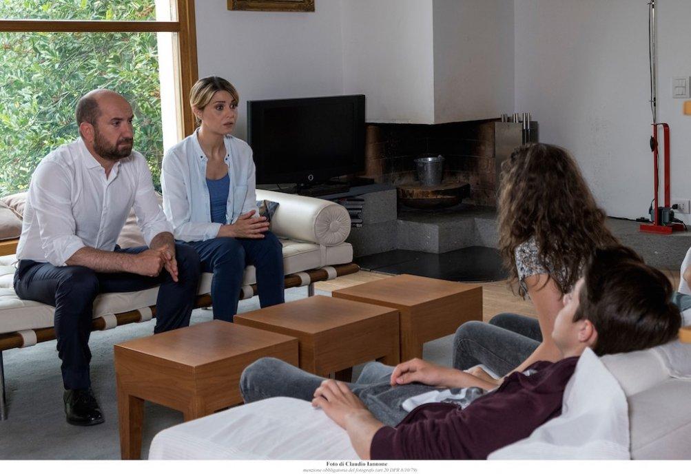 Mamma o papà?, Antonio Albanese e Paola Cortellesi in una scena del film