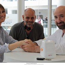 Mamma o papà?, Paola Cortellesi, Antonio Albanese e il regista Riccardo Milani in un'immagine promozionale