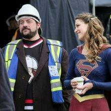 Supergirl: Kevin Smith e Melissa Benoist sul set di Supergirl Lives