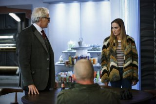 Legends of Tomorrow: Victor Garber e Caity Lotz in Raiders of the Lost Art