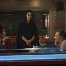 Riverdale: K.J. Apa, Camila Mendes e Lili Reinhart in The River's Edge